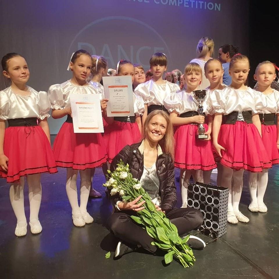 Apsveicam 4.grupas meitenes ar godam nopelnīto 2.vietu Starptautiskajā konkursā Dance fest 2019